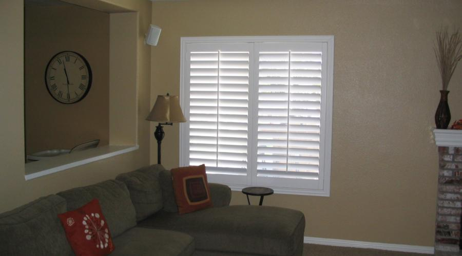 "Shutters with 2 1/2"" deco Z-frames"
